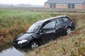 Man belandt met zijn auto in een sloot in Stevensbeek