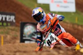 Motorcrosser Jeffrey Herlings terug aan kop in WK met winst GP Frankrijk